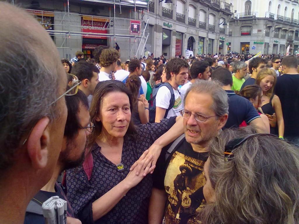 2012.5.12. Con Chus, mi mujer, en una de las muchas manifestaciones a las que hemos acudido desde aquella con Juventud sin Futuro antes del 15M del 2010.