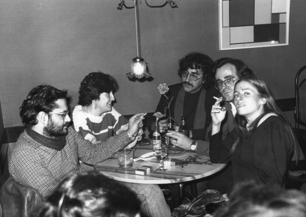 Noviembre de 1983, en el café Estar, con Azucena, José Manuel Fajardo, Javier Goñi y Juana Salabert